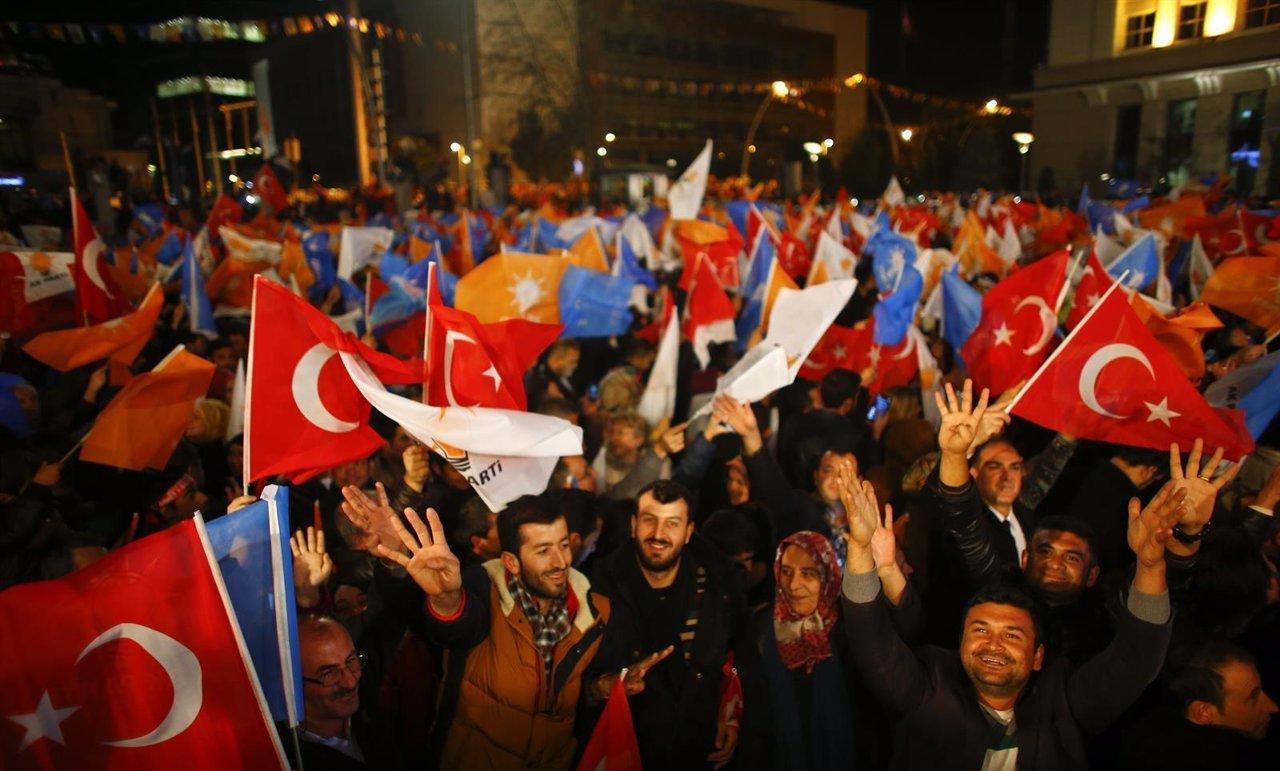 Erdogan gana las elecciones de noviembre de 2015, fiesta de AKP