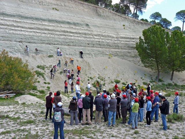 Participantes en una de las actividades de Geología.