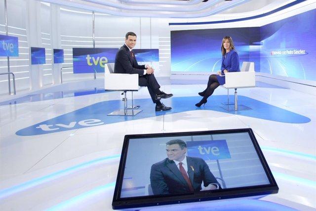 Pedro Sánchez y Ana Blanco en una entrevista de TVE