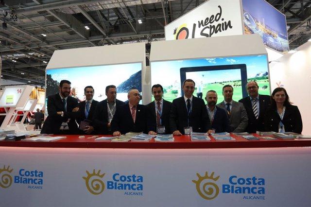 El presidente de la Diputación en el 'stand' de la Costa Blanca