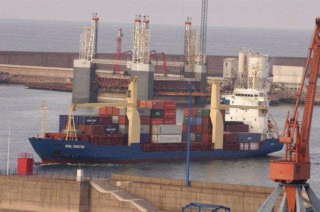 Tráfico marítimo en El Musel.
