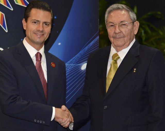Peña Nieto y Raúl Castro en La Habana