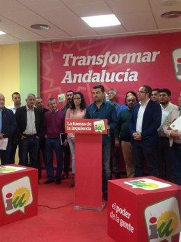 Maíllo este amrtes en rueda de prensa respaldado por alcaldes andaluces de IU
