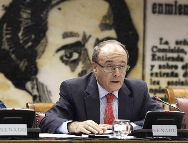 El gobernador del Banco de España, Luis María Linde, en el Senado