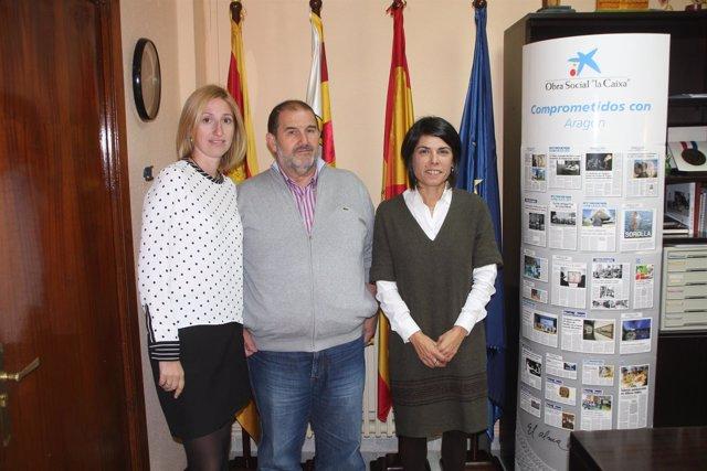 Firma del acuerdo entre el Ayuntamiento de Pedrola y 'la Caixa'