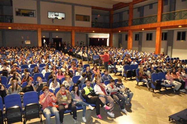 Los jóvenes asistentes este miércoles al programa en Albolote.