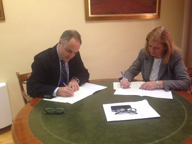 Piñar y Molina firman el convenio de colaboración sobre el Festival de Otoño.