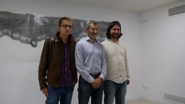 El general Julio Rodríguez con Íñigo Errejón y Rafael Mayoral