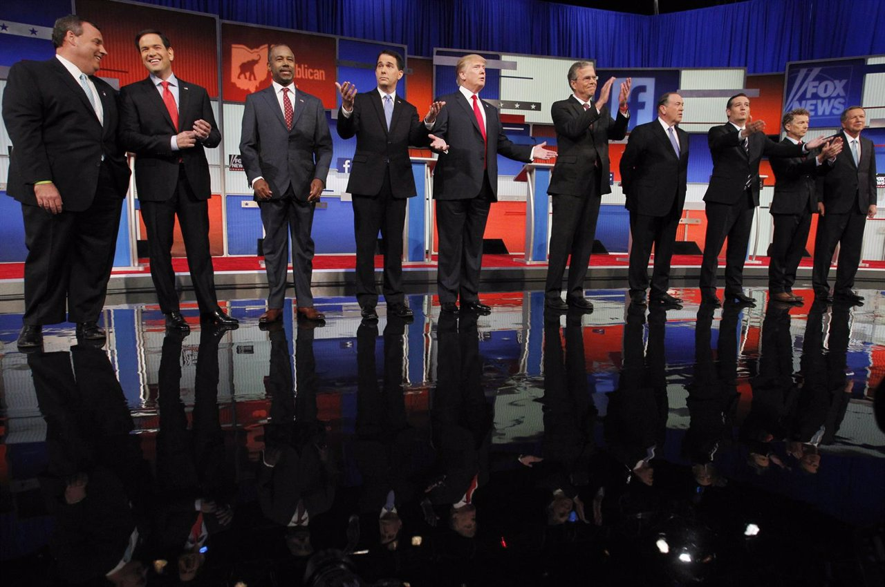 Republican 2016 presidential candidates pose at the start of the first official
