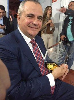 El presentador de 'Emprende', Juanma Romero, recoge el Premio 'Mentor Day'