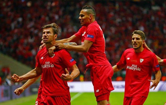 Krychowiak celebra el gol del empate en la final contra el Dnipro