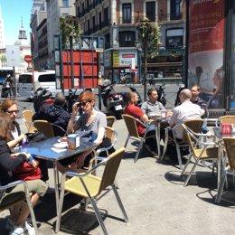 Gente, terrazas, bares