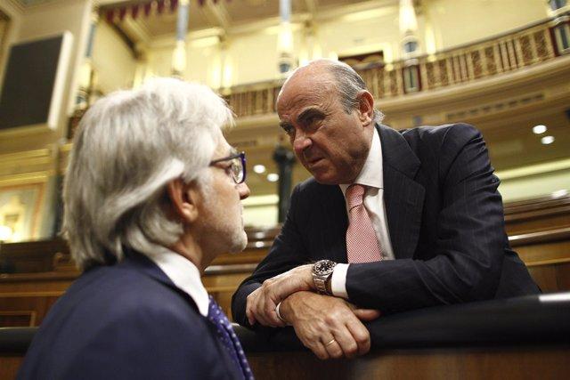 El ministro Luis de Guindos y Josep Sánchez Llibre, de Unió
