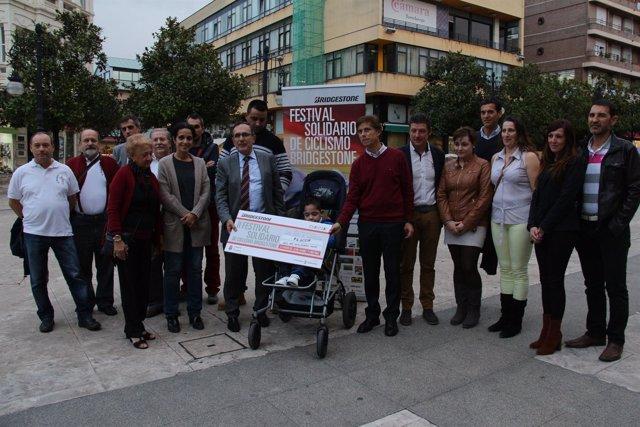 Entrega de fondos del festival solidario de Bridgestone