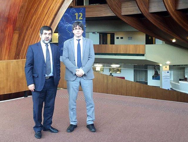 Los presidentes de la ANC, Jordi Sànchez, y de la AMI, Carles Puigdemont