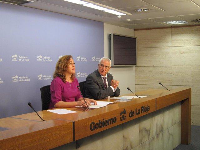 Begoña Martínez Arregui junto a Abel Bayo