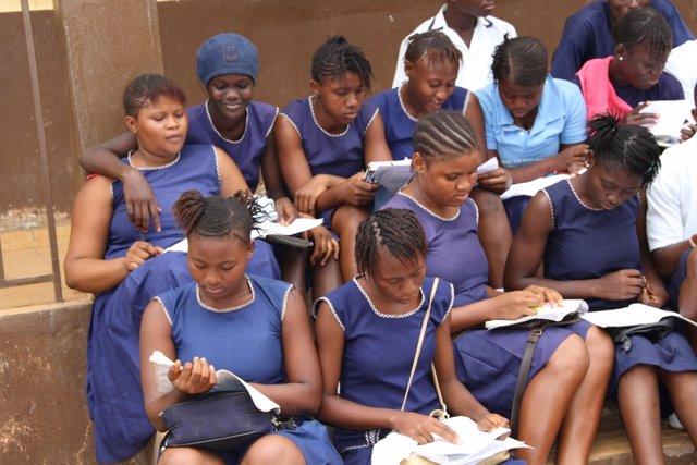 Niñas en una escuela tras la reapertura por el ébola en Sierra Leona