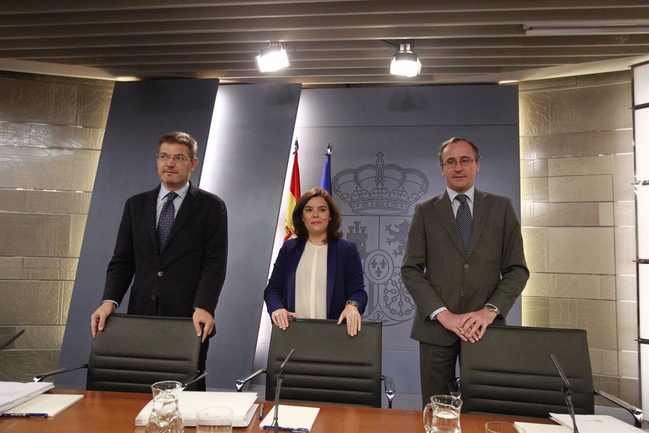 Catalá, Santamaría y Alfonso Alonso tras el Consejo de Ministros