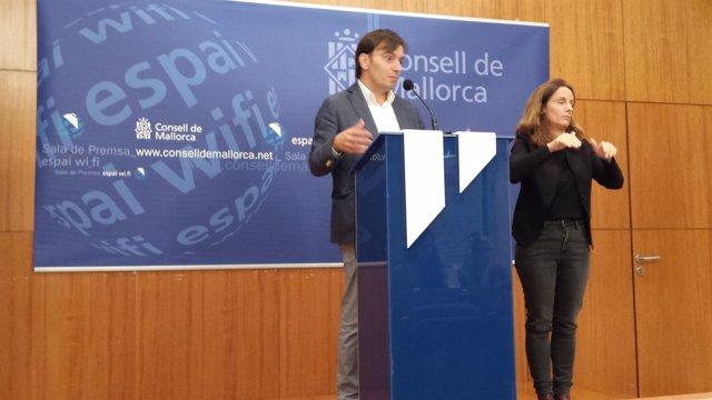 El conseller Francesc Miralles durante la rueda de prensa