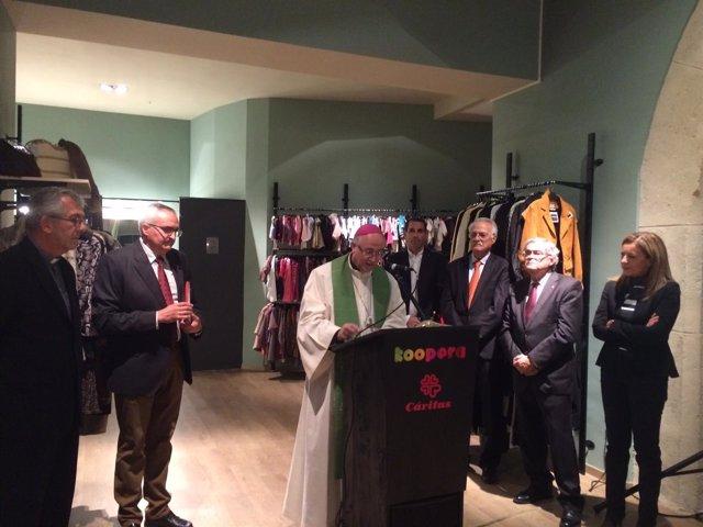 El obispo de Almería inaugura la tienda Koopera Store