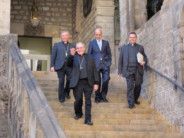 El arzobispo de Barcelona, Lluís Martínez Sistach, y su equipo