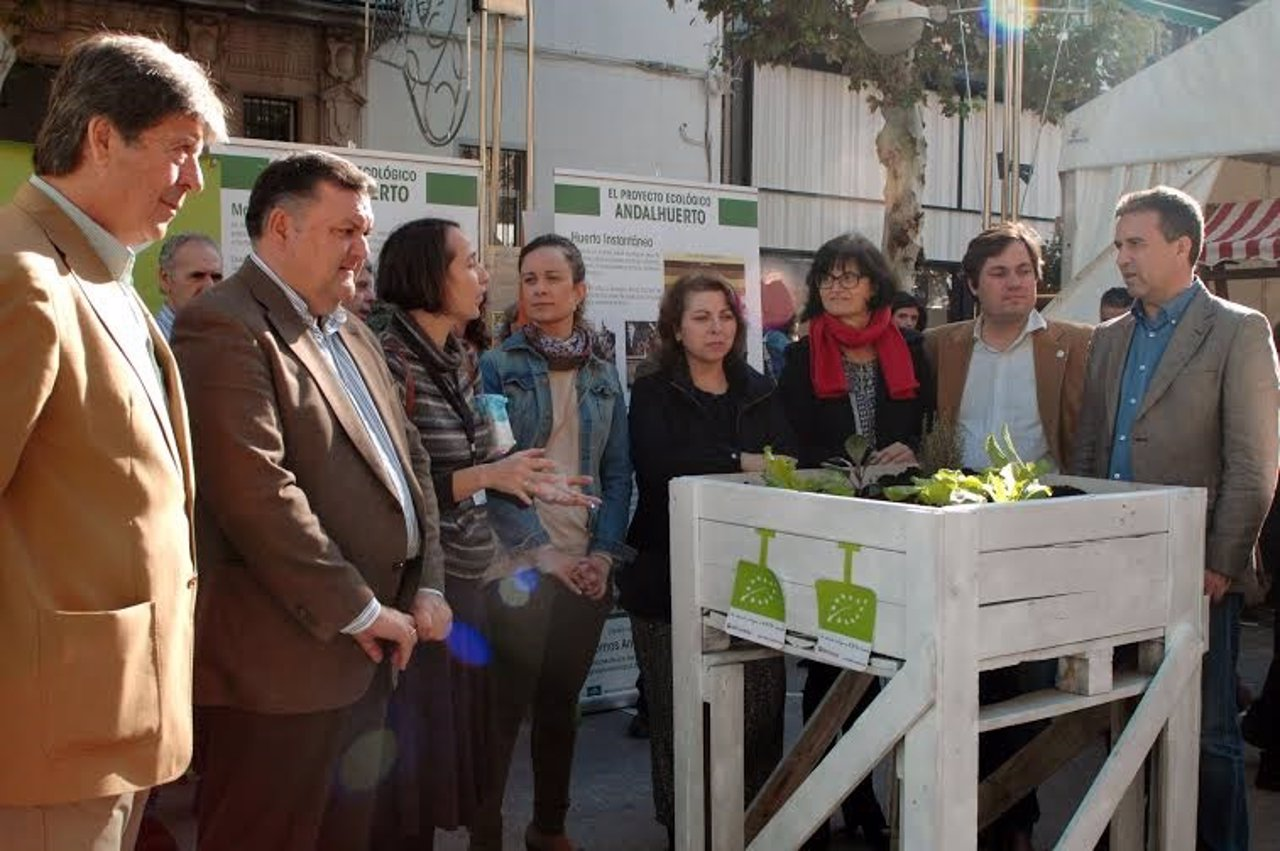 El diputado provincial, Sánchez, en la apertura del Ecomercado