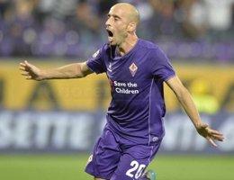 Borja Valero marca con la Fiorentina