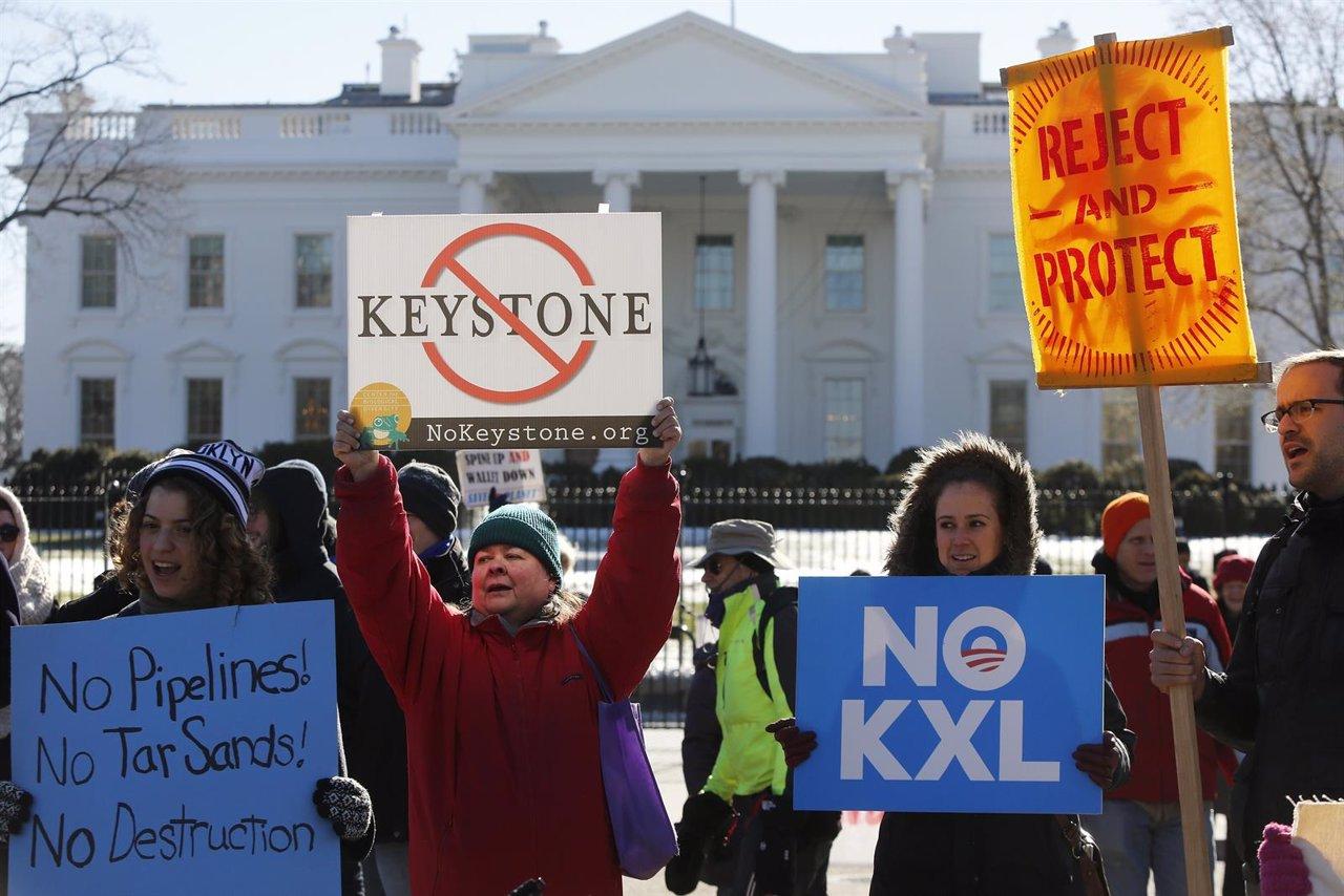 Activistas protestas frente a la Casa Blanca por la construcción del Keystone XL