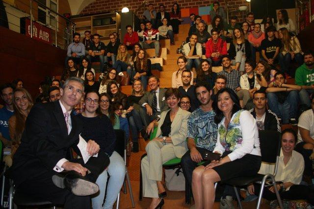 Jesús Álvarez y María José Sáez con alumnos y profesores UCAM
