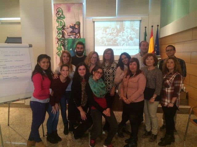 Un grupo de jóvenes participantes en el curso sobre comunicación del IAJ