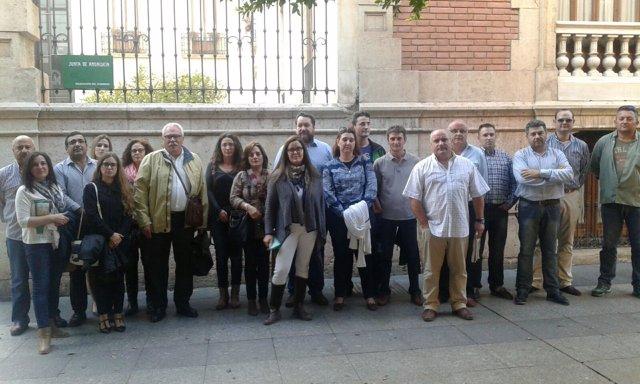 Los trabajadores antes de la reunión con Díaz