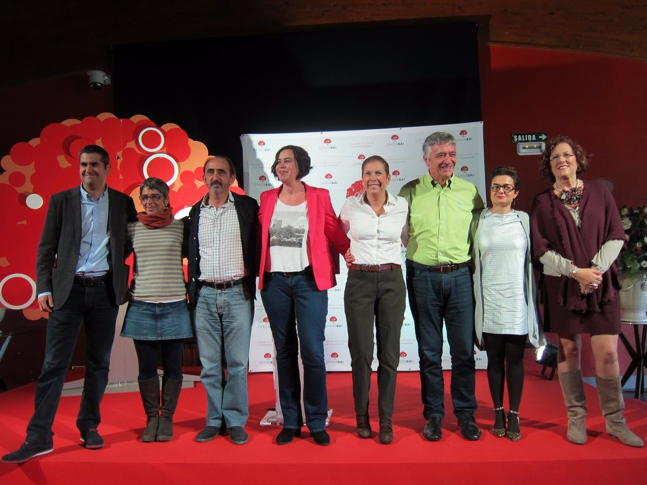 Los candidatos de Geroa Bai junto a Uxue Barkos