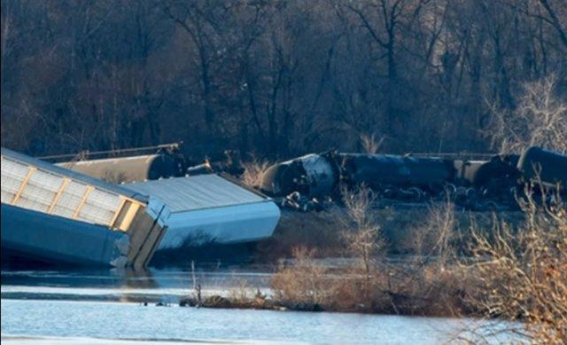 Tren descarrila en Wisconsin
