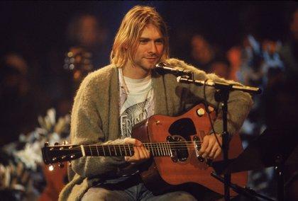 Vendida por 130.000 euros la rebeca de Kurt Cobain en el Unplugged de Nirvana