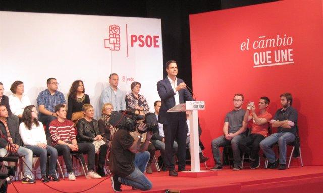 Pedro Sánchez durante un acto en el barrio de Delicias, en Valladolid