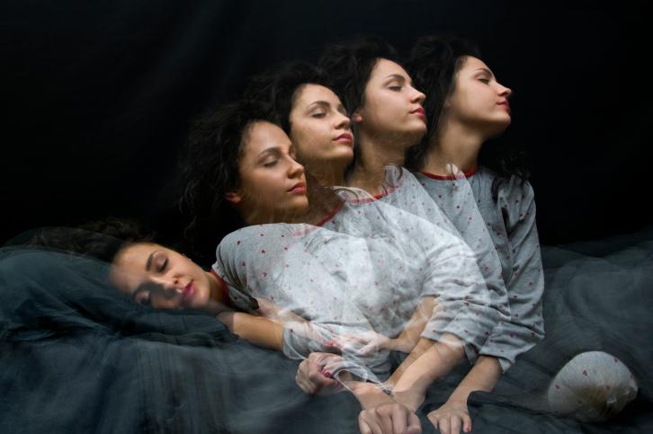 El sonámbulo actúa como si estuviese despierto