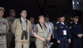 Bachelet lidera el cierre del polémico ejercicio militar en la frontera