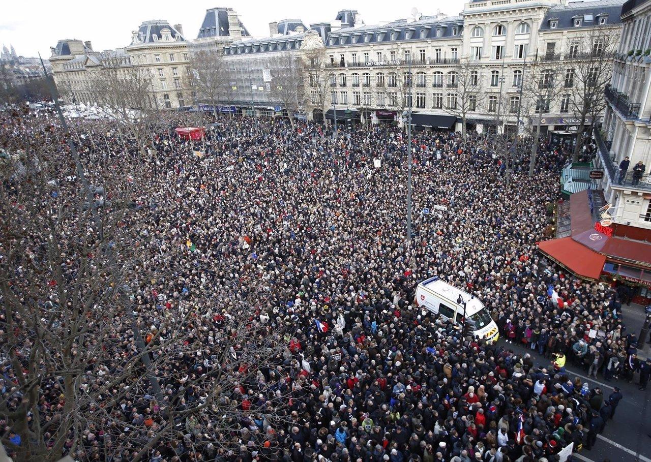 Manifestación en París contra el terrorismo tras el ataque contra 'Charlie Hebdo