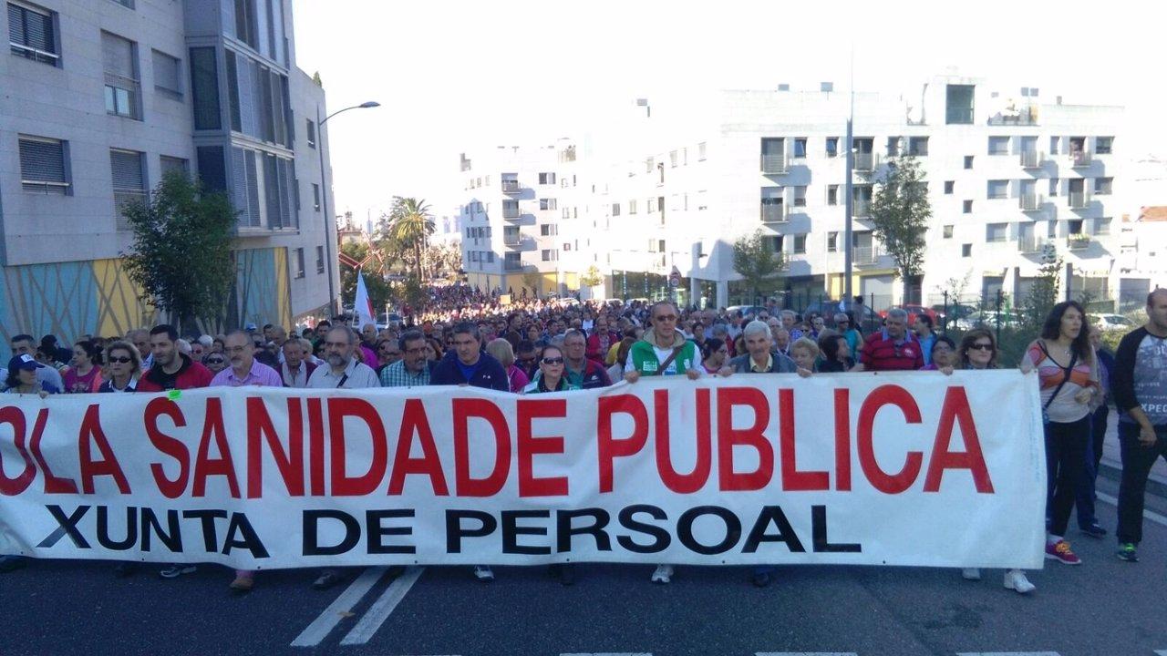 Manifestantes en Vigo en defensa de la sanidad pública