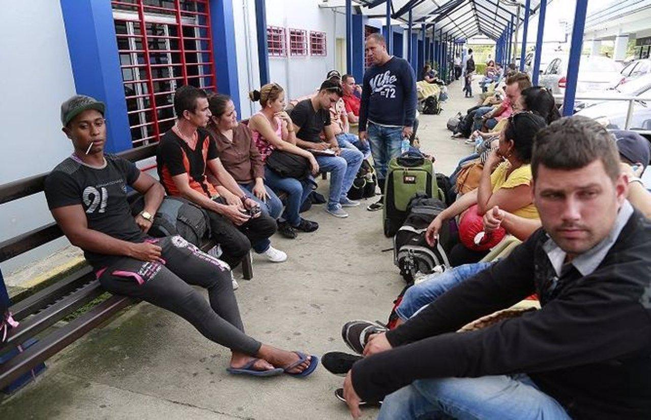 Nicaragua devuelve a Costa Rica a miles de inmigrantes cubanos