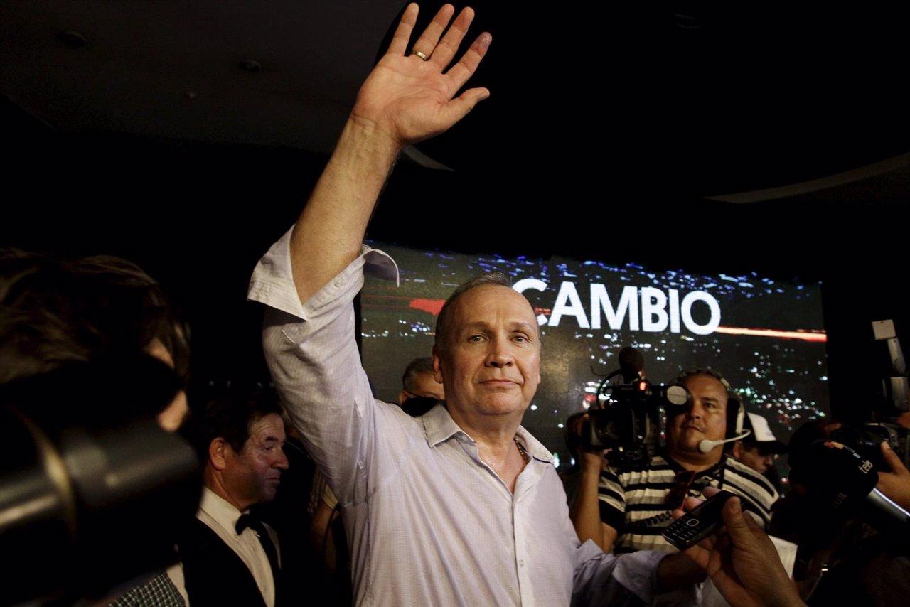 Mario Ferreiro, de Juntos Podemos, gana la alcaldía de Asunción