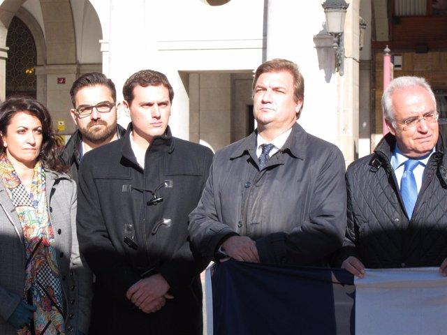 Rivera con Ceniceros y Bretón en la concentración de la Delegación