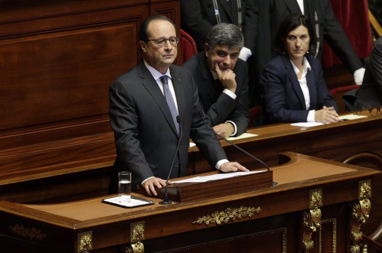 Hollande comparece ante senadores y diputados