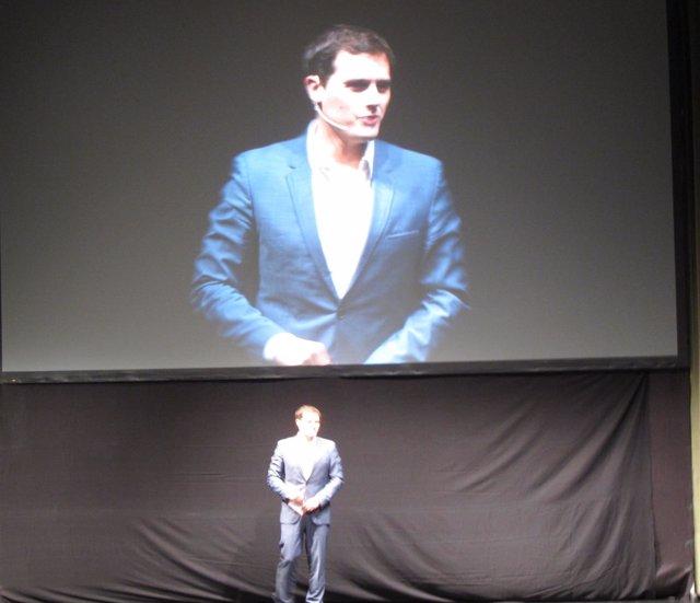Rivera interviene en el Auditorio del Ayuntamiento de Logroño