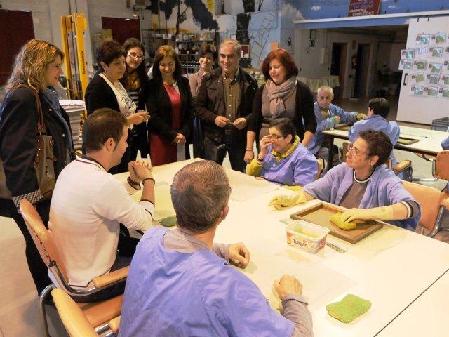 Visita de los candidatos del PSOE de Granada a la asociación VALE de Dúrcal.