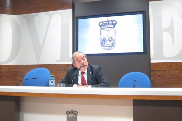 Wenceslao López durante la rueda de prensa