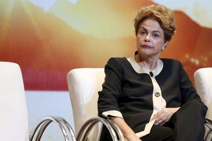 Juicio político a Rousseff probablemente sería negativo para calificación de Brasil