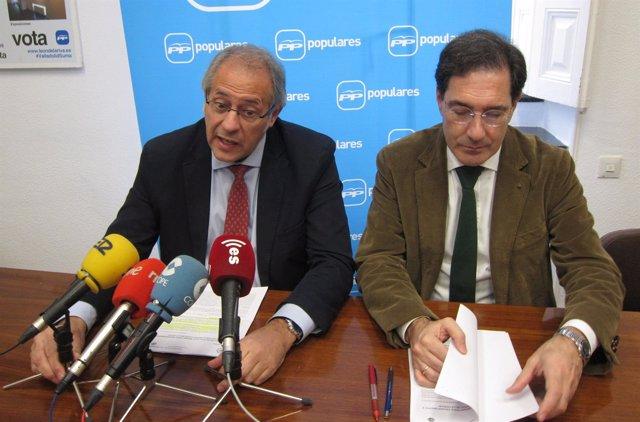 Los concejales del PP Antonio Martínez Bermejo y Jesús Enríquez