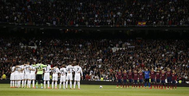 Real Madrid y Barcelona durante minuto de silencio en memoria de Adolfo Suárez