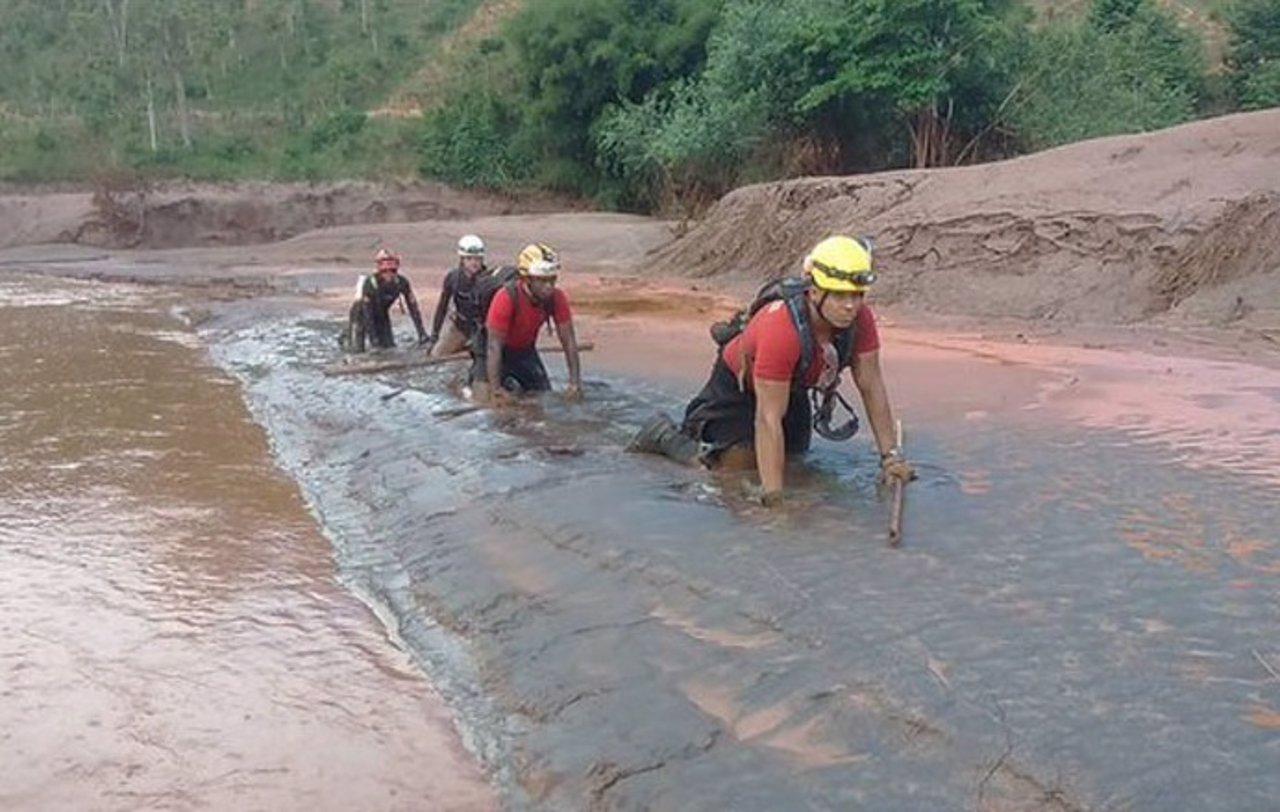Avalancha de barro tras rotura de presas en Mariana, Brasil